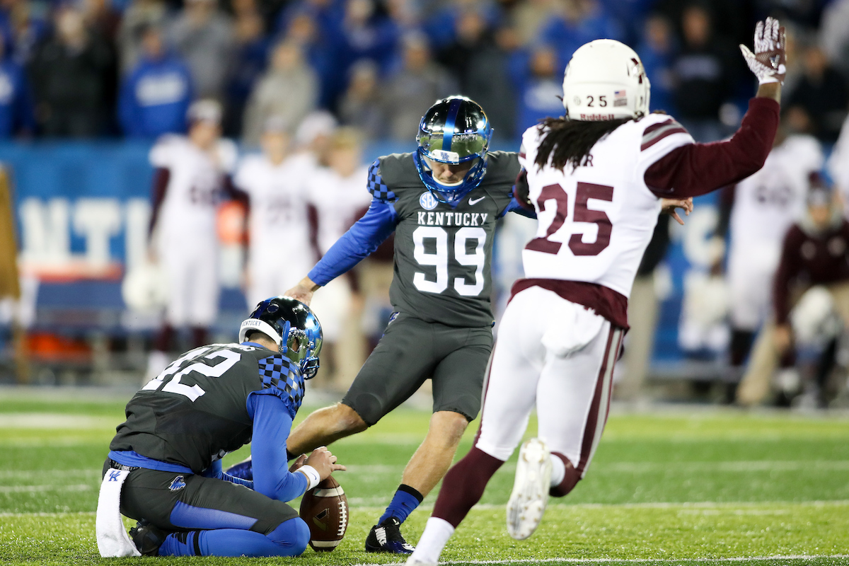 Stoops' gamble pays off in 40-38 win over Mississippi State