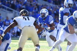 Freshman Benny Snell ran for 94 yards. (Photo by Brandon Turner)