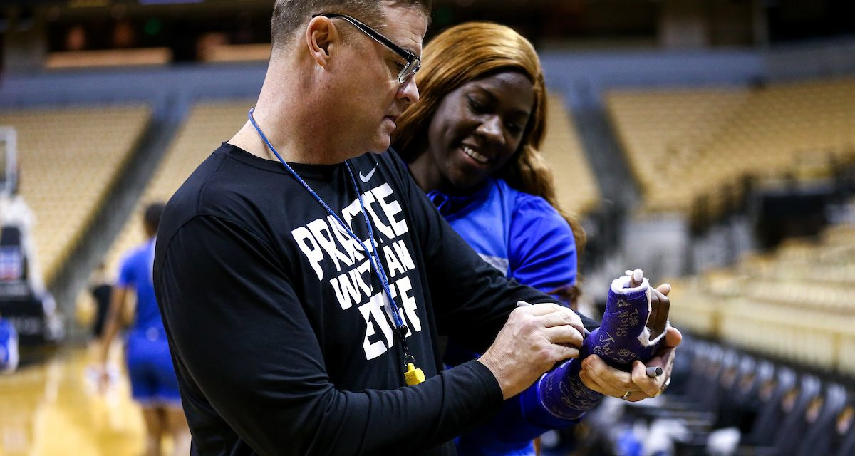 Kentucky women's basketball star Rhyne Howard out until mid-February with fractured finger